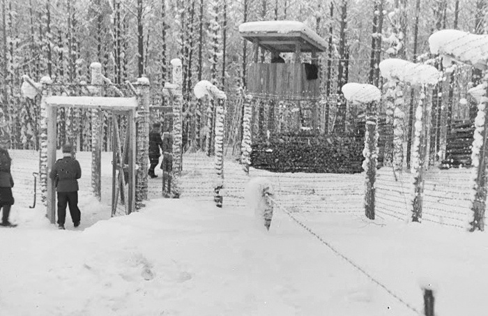 Вход в лагерь №3. Фото 1942 г.