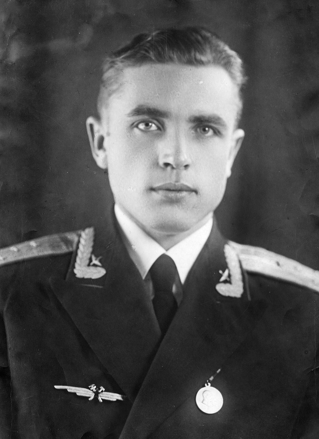 1958 год. Военно-воздушная инженерная академия имени Н.Е.Жуковского, капитан А.Клягин.