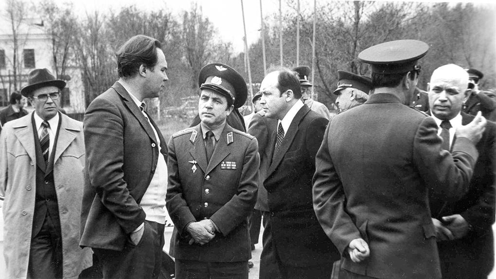 1974 г. Ахтубинск. А.С. Клягин с М.П. Симоновым в центре.