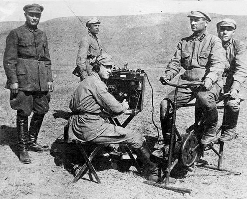 Полевой педальный электрогенератор «солдат-мотор».